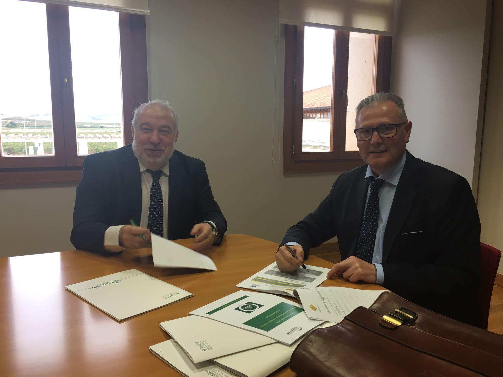 ARIAUTO firma un acuerdo con Caja Rural Navarra