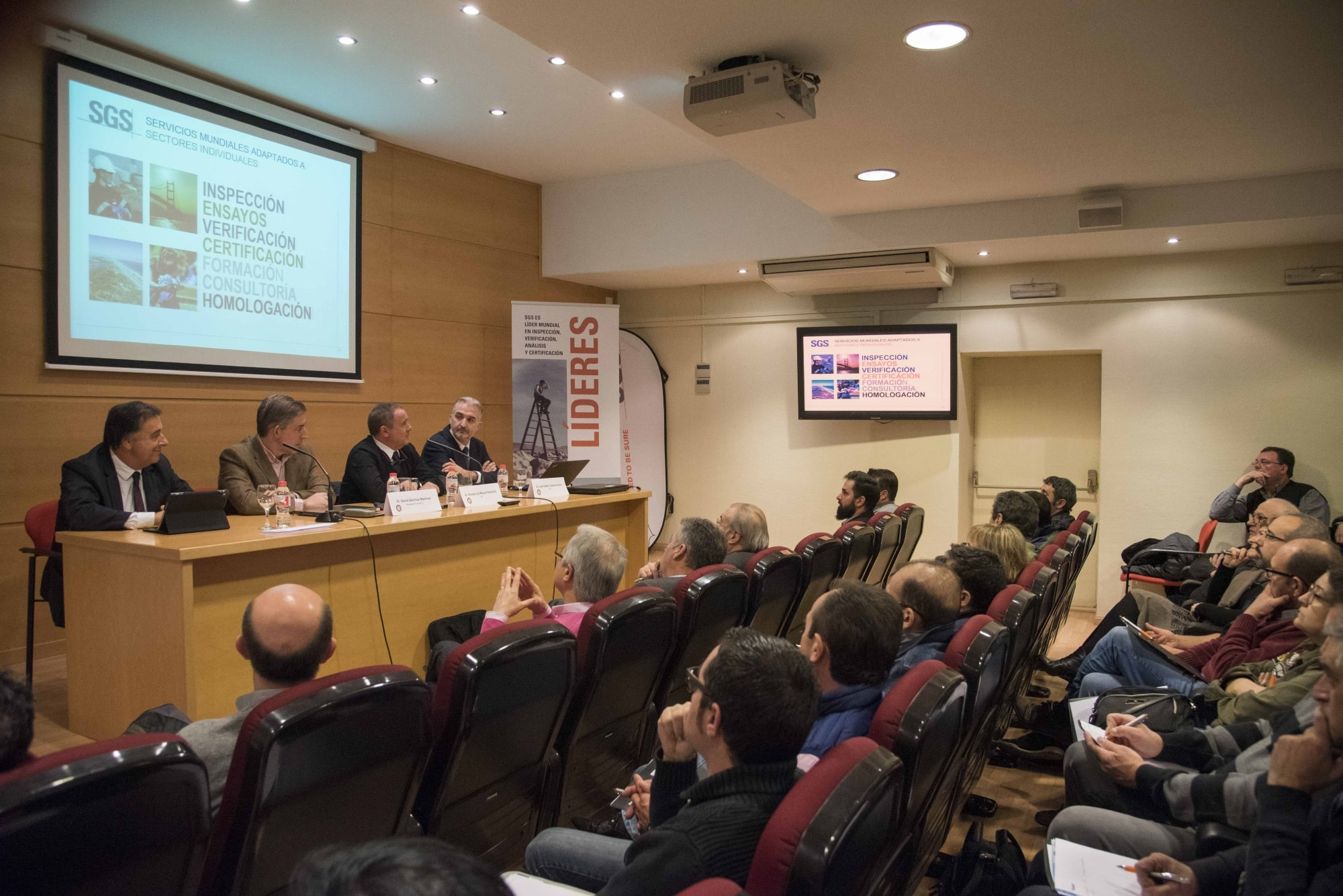 A.P. AUTOMOCIÓ celebra una jornada sobre vehículo eléctrico e híbrido