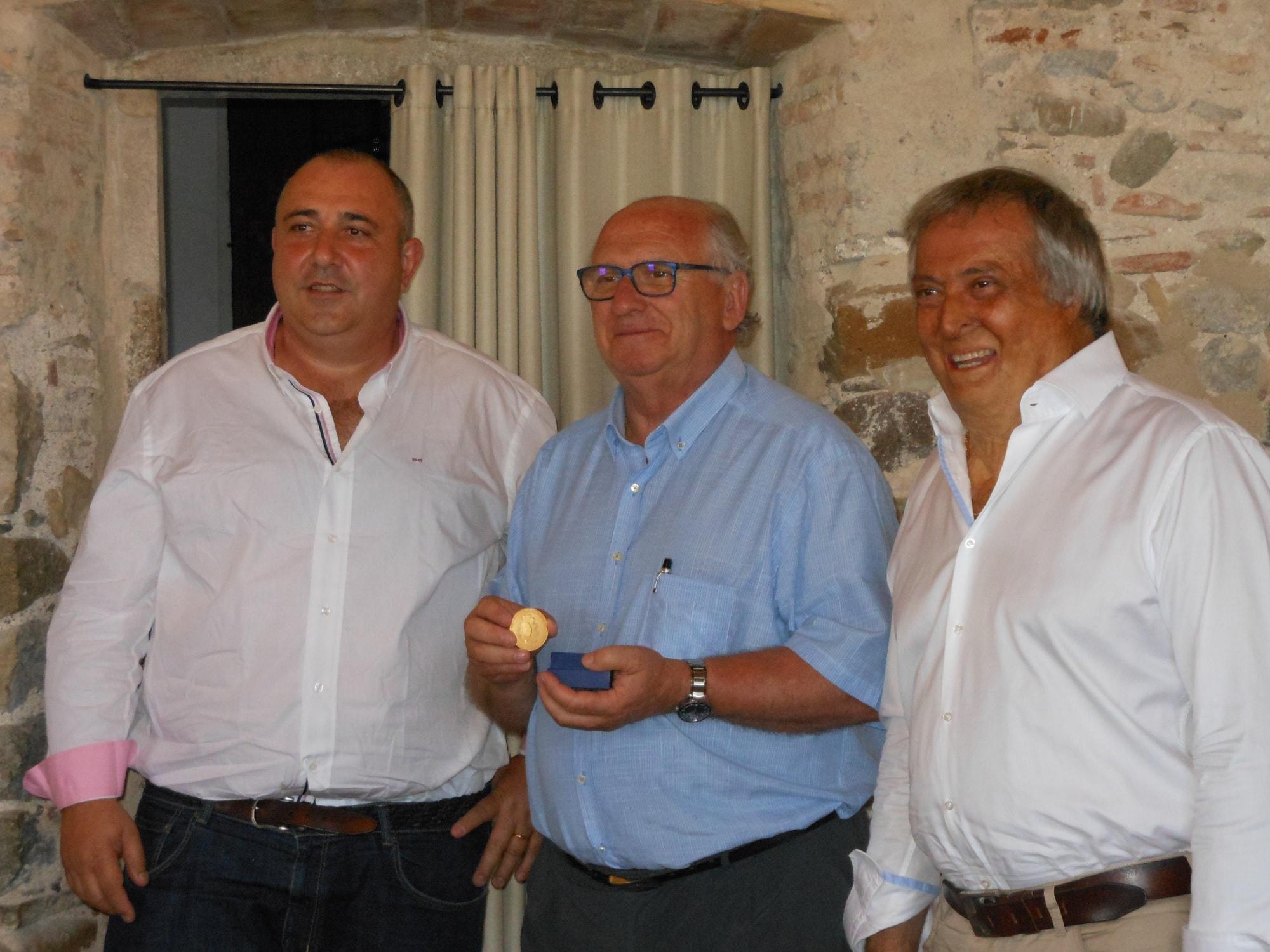 La Federación Nacional del Automóvil francesa otorga la Medalla de Oro nacional francesa a Ernest Plana